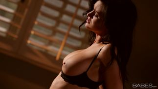 Elegant beauty Kendall Karson with curvy tits eagerly sucks a large bulky prick