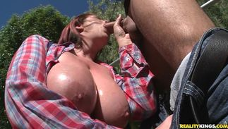 Slim jim loving glorious Lisa Sparxxx with huge tits gave a nice blow job to a mate she liked