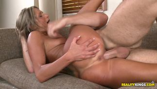 Agreeable bosomed Mandi Moretti blows stud and gets drilled sideways